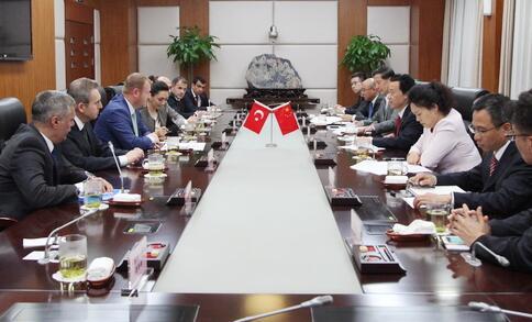 屈冬玉会见土耳其食品、农业与畜牧业部副部长丹尼诗